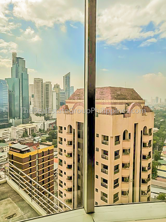 1BR Condo For Sale Oxford Suites Makati ₱4.5M (7 of 7)