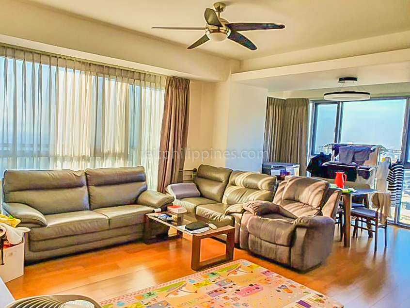 2 BR Condo For Rent Lease West Tower One Serendra 190k (1 of 9)