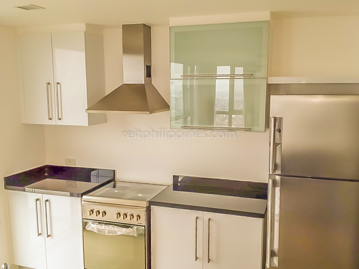 2 BR Condo For Rent Lease West Tower One Serendra 190k (4 of 9)