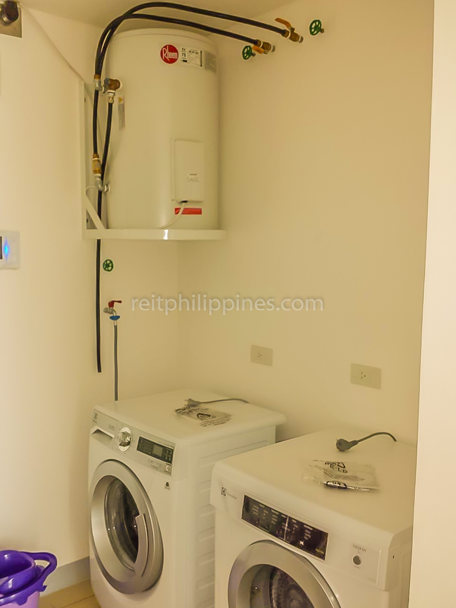 2 BR Condo For Rent Lease West Tower One Serendra 190k (5 of 9)