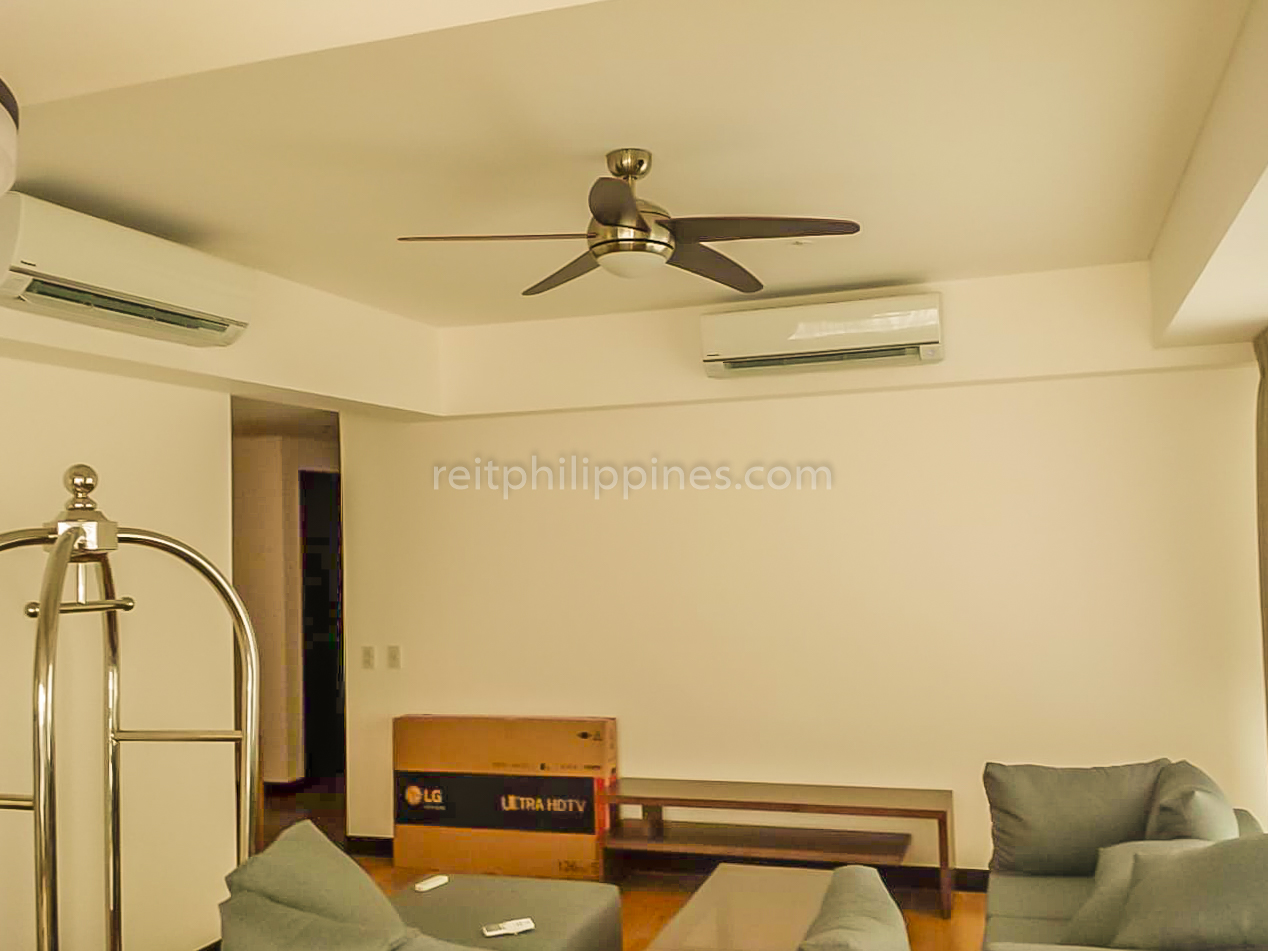 2 BR Condo For Rent Lease West Tower One Serendra 190k (6 of 9)