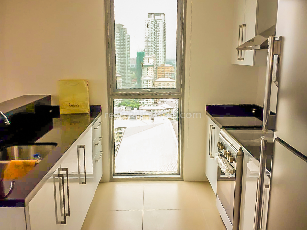 2 BR Condo For Rent Lease West Tower One Serendra 190k (7 of 9)