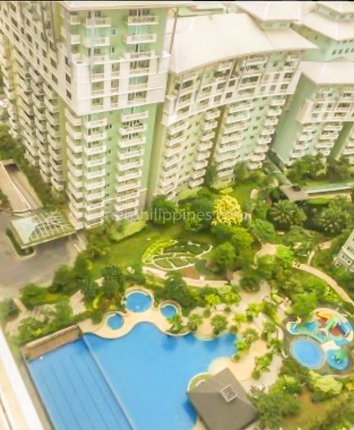 2 BR Condo For Rent Lease West Tower One Serendra 190k (8 of 9)