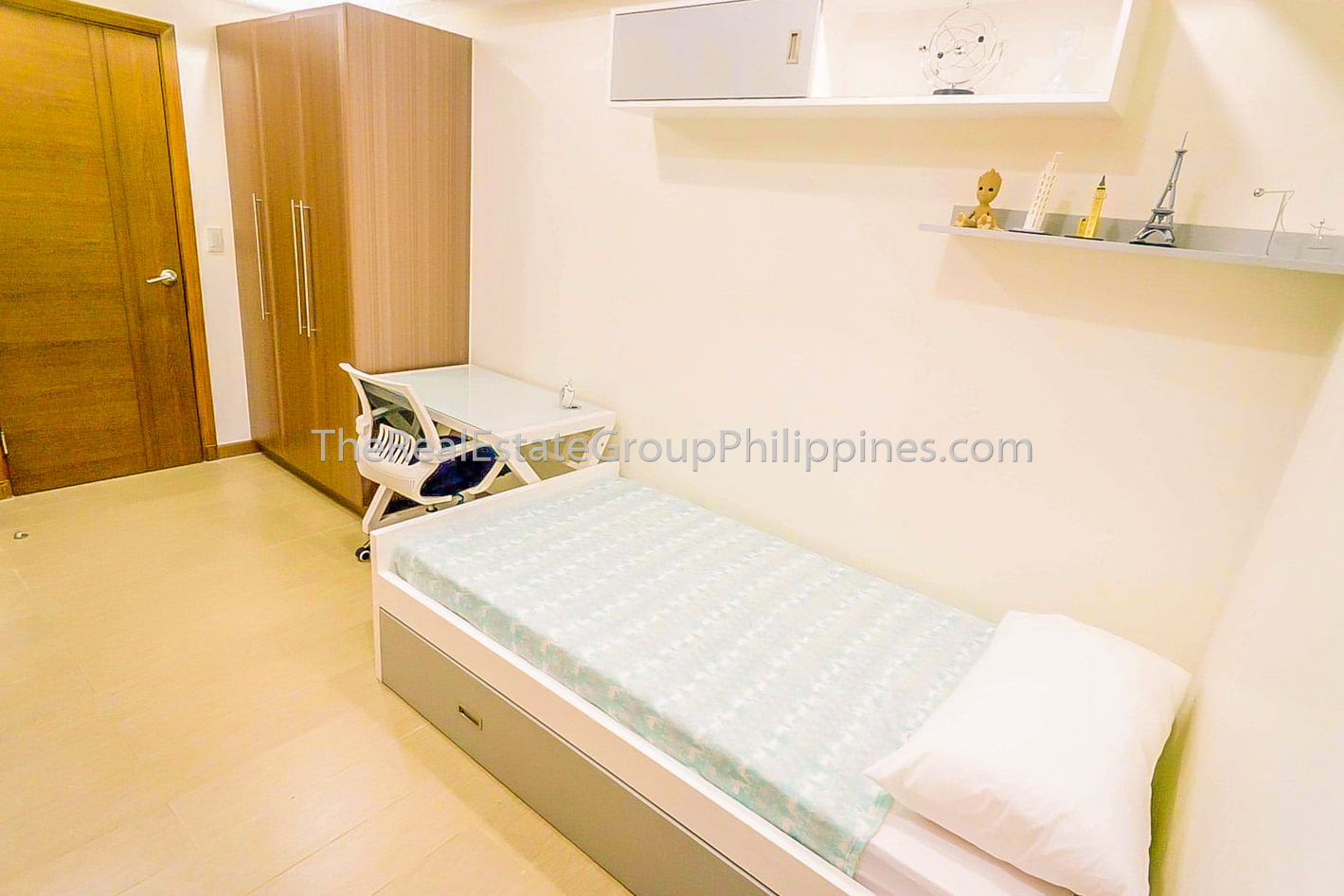 2BR Condo For Sale Venice Residences McKinley Hill Taguig (3 of 10)