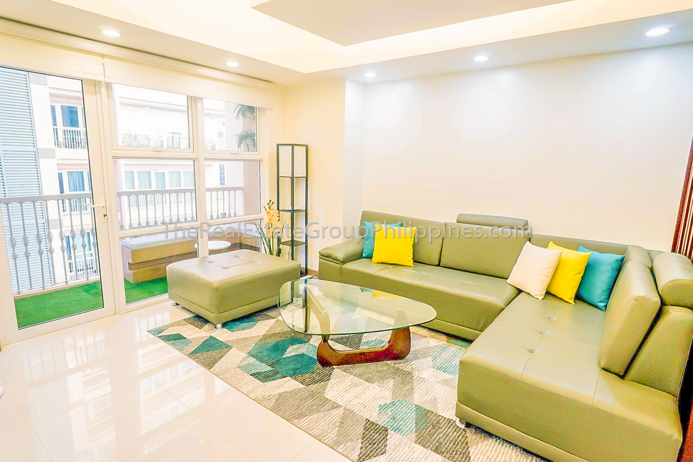 2BR Condo For Sale Venice Residences McKinley Hill Taguig (8 of 10)