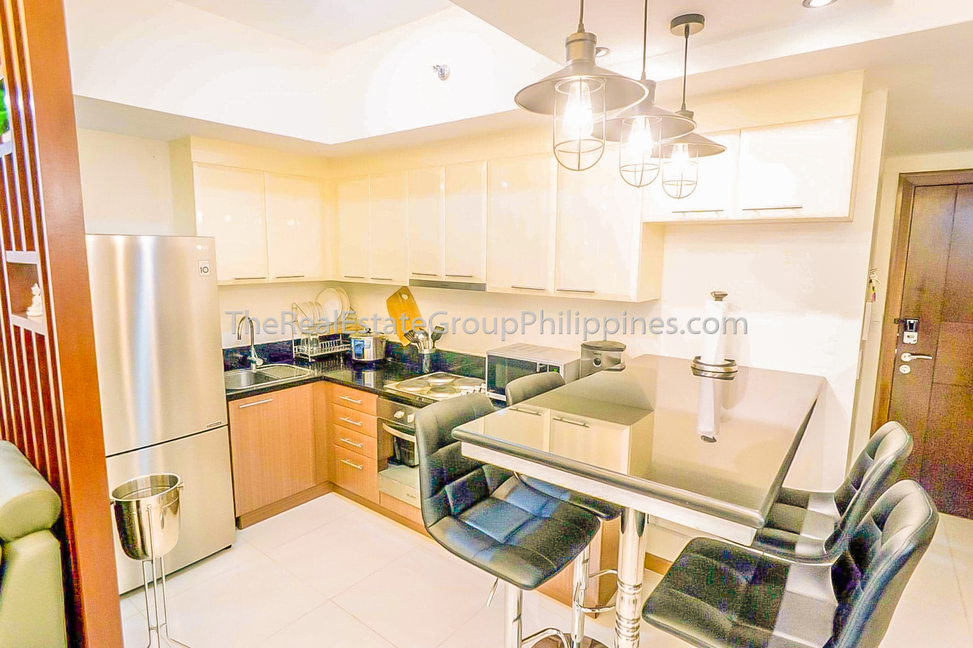 2BR Condo For Sale Venice Residences McKinley Hill Taguig (9 of 10)