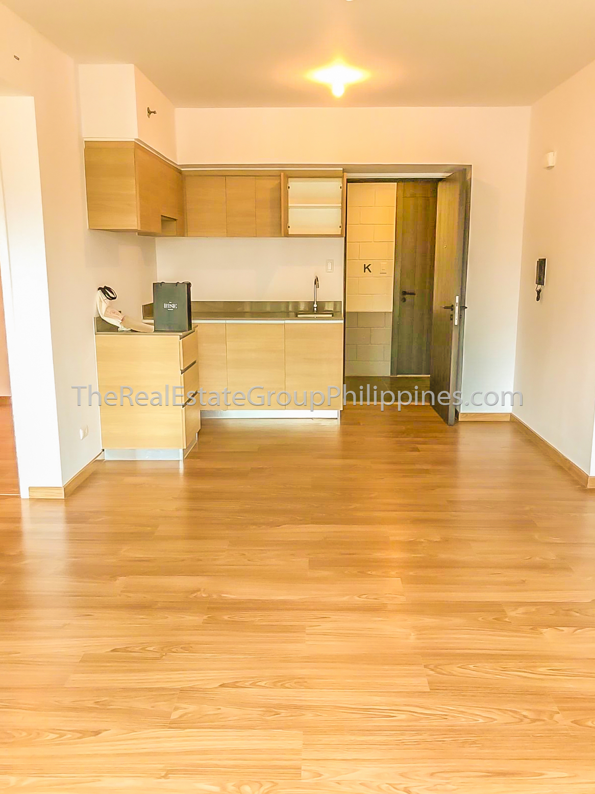 2BR Condo For Rent Lease The Rise Makati 70k (2 of 9)